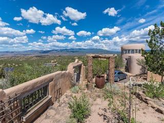 Tano Alto - Enjoy panoramic views, private 4 acres, 7 minutes to the Plaza - Santa Fe vacation rentals