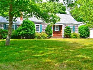 1/2 mile to Surf Dr Beach 1/2 mile to downtown! 122232 - Falmouth vacation rentals