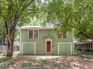 2BD/1BA - The Treehouse - 1930's Hyde Park Home - Austin vacation rentals