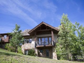 Fairway Drive - 4 Bd + Loft / 5.5 Ba Mountain Village Home - Sleeps 10 - Incredible mountain views! Ideal getaway winter or summ - Mountain Village vacation rentals