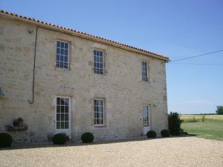 The Farmhouse near La Rochelle, beaches 20 mins. - La Rochelle vacation rentals