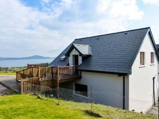 HILLTOP APARTMENT, pet-friendly apartment with sea views, deck, WiFi, Kilcrohane Ref 914168 - Kilcrohane vacation rentals