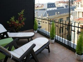 MARILYN::Town Center beach apt 4p. Cathedral views - Basque vacation rentals