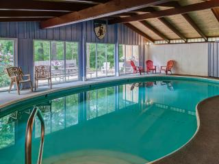 Woodsy Lodge with  Private INDOOR Pool and Sauna! - North Conway vacation rentals