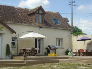 Maison Ensoleillée - Gesnes-le-Gandelin vacation rentals
