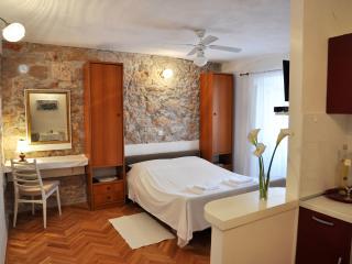 Pinta Lumbarda (apartment for 2/A) - Lumbarda vacation rentals