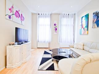 Great, Cheap, Central Apartment in Berlin for Up to 6 - Potsdam vacation rentals