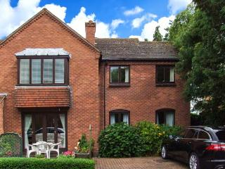 21 BANCROFT PLACE, gas fire, WiFi, close to town amenities, Ref 911963 - Warwickshire vacation rentals