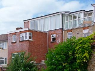 THE LOFT, modern duplex apartment, WiFi, superb views, city centre location in Salisbury, Ref. 912859 - Chilbolton vacation rentals