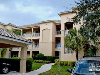 Lovely condo on the links at Vanderbilt Country Club - Naples vacation rentals