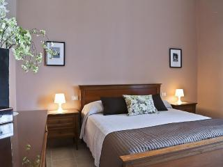 Menotti   Spacious 3 Bedroom Apartment in Lovely Residential Area - Florence vacation rentals
