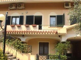 Appartamento Mimosa - Oristano vacation rentals