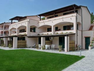 Relaxing holiday apartment in Marina di Campo with pool access and balcony - Marina Di Campo vacation rentals