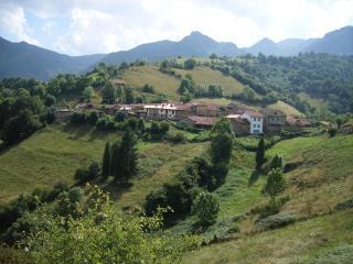 Apartamento rural La Focella - Oviedo vacation rentals
