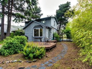 Pet-friendly home w/private hot tub & deck; walk to beach - Cannon Beach vacation rentals
