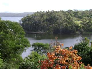 LAKE VIEW 2 BDRM COTTAGE FRINGED BY NATIONAL PARK - Bermagui vacation rentals