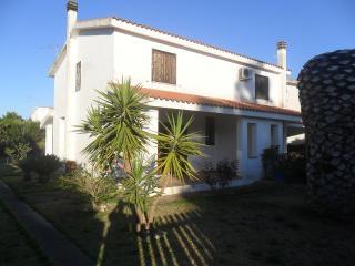 Porto Columbu - pula villa a 100 metri dal mare - Pula vacation rentals