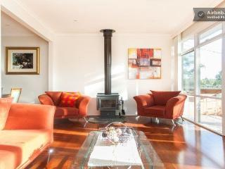 Eltham Retreat - Warm, Bright & Sunny Home - Melbourne vacation rentals