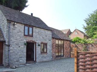 ROOSTERS, stone-built, detached, woodburner, off road parking, garden, in Much Wenlock, Ref 28739 - Lower Wood vacation rentals