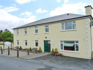 LOUGH GARA LODGE, en-suite facilities, WiFi, Wii with games, garden with furniture, Ref 913340 - Ballymote vacation rentals