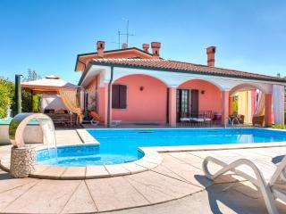 B&B Villa Gloriana ( Camera quadrupla ) - Castelnuovo del Garda vacation rentals