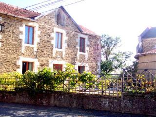 Dordogne Delight; rural retreat with amazing views - Thiviers vacation rentals