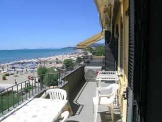 Directly on the Central Beach, New Comfortable Apa - Castiglione Della Pescaia vacation rentals