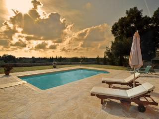 villa londra - Kaligata vacation rentals