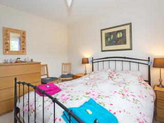 A Double Bedroom in a family home - Cheltenham vacation rentals