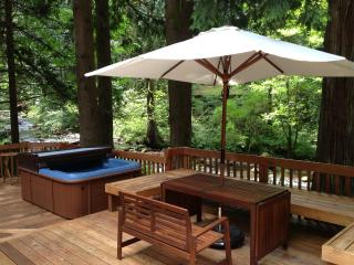 Peaceful creekside retreat - Sandy vacation rentals