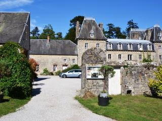 Le Merisier - Chateau Bellenau - Sainte-Mere-Eglise vacation rentals