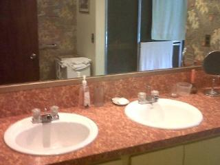 White Plains Room 30 Min To Ny City - White Plains vacation rentals