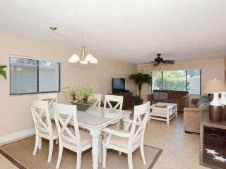 Walk to Crescent Beach, Upgraded Sea Winds Condo - Sarasota vacation rentals