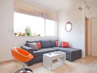 Amazing 2 Br Design Dupleix 2min Beach - Tel Aviv vacation rentals
