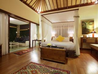 A luxurious Writer's Suite in a large estate - Ubud vacation rentals