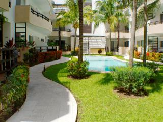 Walk to Beach & 5th, wi-fi, pool, great rates - Playa del Carmen vacation rentals