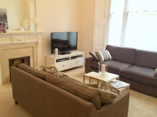 NEW! LUXURY! HydePark 2bed/2bath, 5 min to tube - London vacation rentals