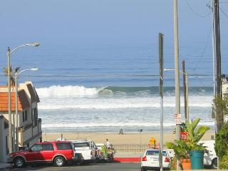 Spacious Condo w/ BBQ, Steps to Beach and Town! - Manhattan Beach vacation rentals