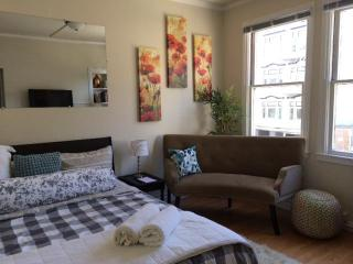 Sunny Apartment Near Powell-Hyde Cable Car Line - San Francisco vacation rentals