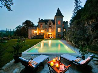Beautiful gite & B&B in Chateau,Pool, Overlooking  River - Sainte-Alvere vacation rentals