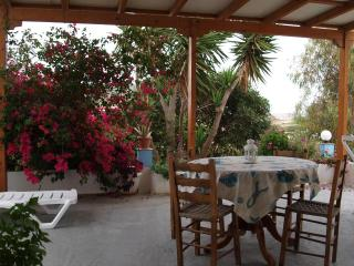 3 bedroom farm house in Pollonia - Klima vacation rentals
