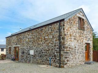ALM LODGE, woodburning stove, patio with furniture, enclosed garden, Ref 905211 - Boscastle vacation rentals