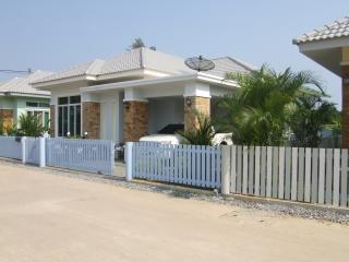 Soi Suan Son Bungalow - Phe vacation rentals