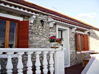 Dalmatian stone apartment - Sv. Filip i Jakov vacation rentals