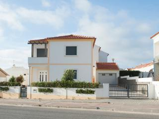 Baleal Beach Holiday Villa - The Sun Terrace House - Usseira vacation rentals