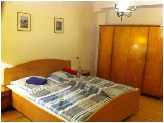 4 bed room apartment with bath, kitchen & internet - Frankfurt vacation rentals