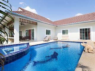 beautiful pool villa in quiet resort - Hua Hin vacation rentals