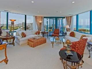 Waikiki Landmark Estate made of penthouse suites & close to beach- Ideal for groups - Waikiki vacation rentals