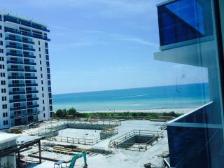 Roney Palace 1br with BEACH VIEWS!! - Miami Beach vacation rentals