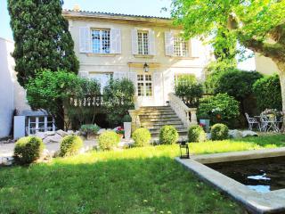 Gorgeous stone manor located in quiet Avignon neig - Avignon vacation rentals